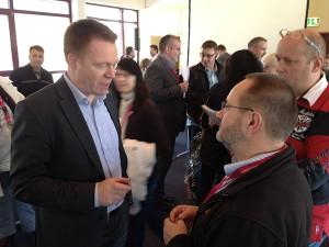 Minister Christopf Matschie im Gespräch mit den Eltern