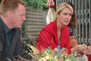 Minister Christoph Matsche und Ministerin Manuela Schwesig im Gespräch mit thüringer Eltern